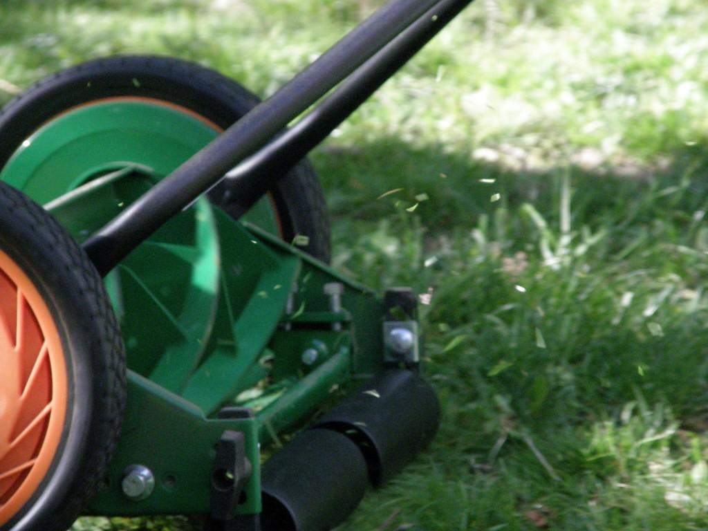 how-does-a-push-reel-mower-work